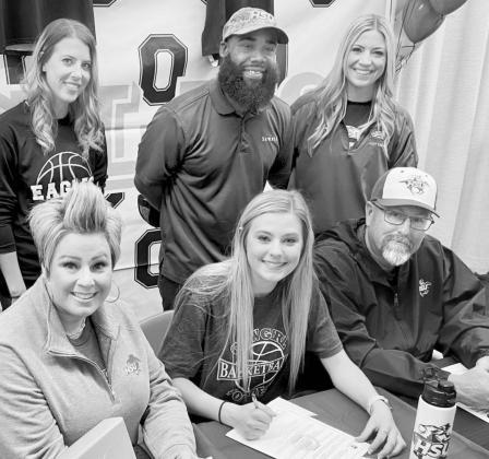 Sumners signs with HSU